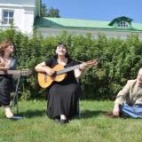 С Еленой Фроловой и Владимиром Толстым. Ясная Поляна, 2011 год.