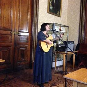Выступление в Национальной библиотеки РТ перед Клубом любителей оперы. 20.09.2013.