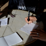 Юлия Зиганшина и Сельма Ансира обсуждают детали перевода концертной программы... Солнце Барселоны!.