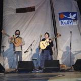 Александр Лаврентьев и Юлия Зиганшина на Гитаре-сцене Грушинского фестиваля. 2006 г.